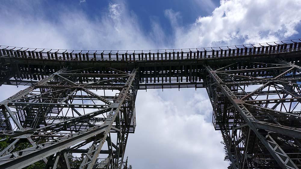Ziemestalbrücke verläuft gebogen