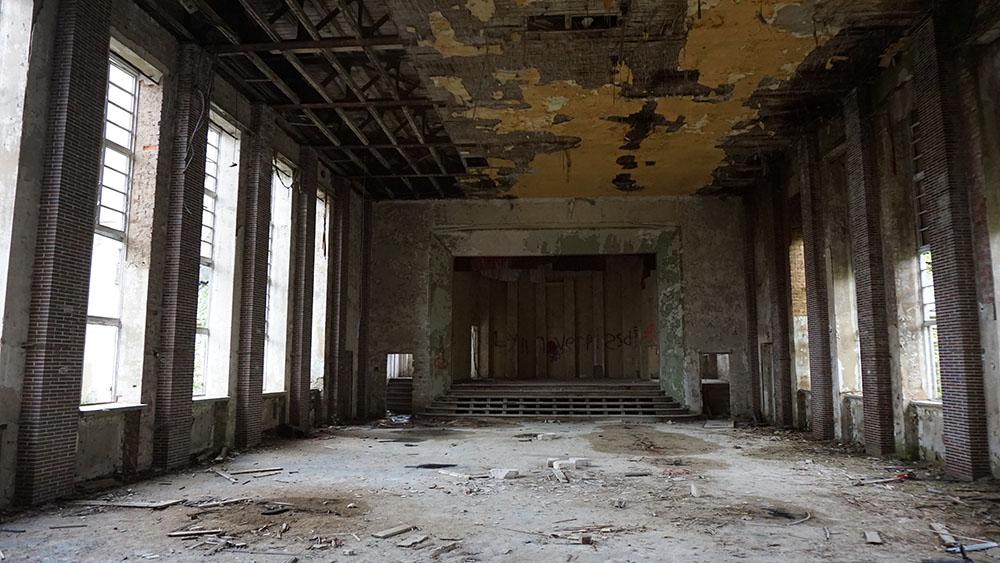 Verfallene Haupthalle